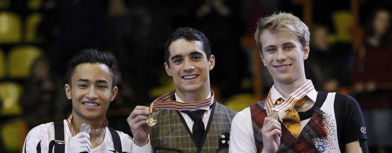 Gold medallist Javier Fernandez (C) of Spain poses next to silver medallist Florent Amodio (L) of France and bronze medallist Michal Brezina of Czech Republic during the award ceremony for the men's skating at the European Figure Skating Championships in Zagreb January 26, 2013.   REUTERS/Antonio Bronic (CROATIA  - Tags: SPORT FIGURE SKATING)