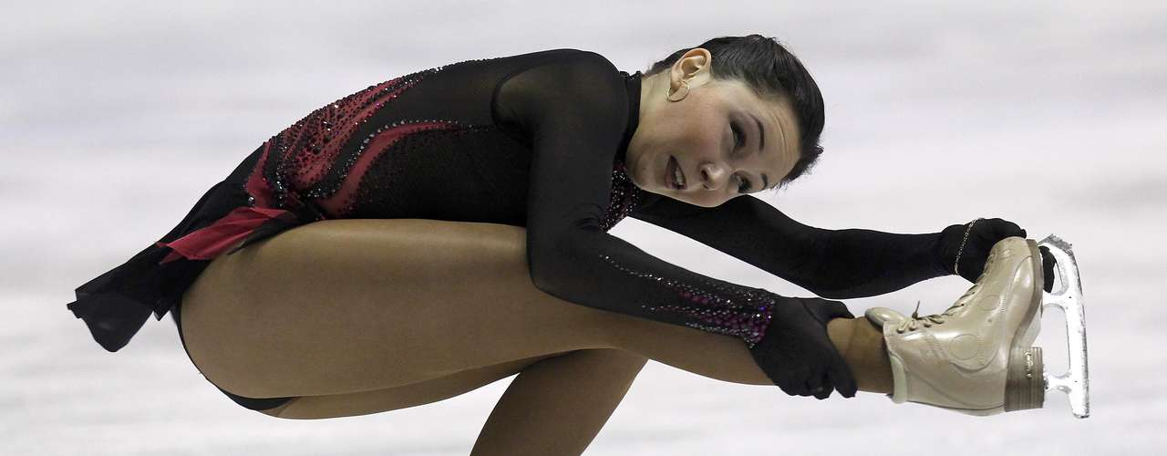 Elizaveta Tuktamysheva of Russia performs during the women's free skating program at the European Figure Skating Championships in Zagreb January 26, 2013.  REUTERS/Antonio Bronic (CROATIA  - Tags: SPORT FIGURE SKATING)