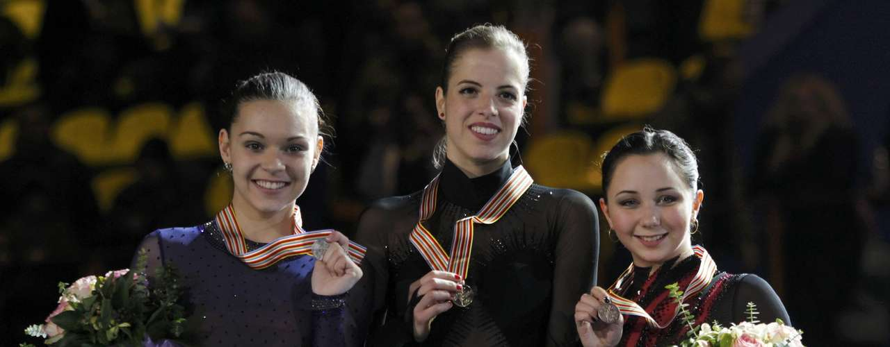 Gold medallist Carolina Kostner (C) of Italy poses next to silver medallist Adelina Sotnikova (L) of Russia and her compatriot, bronze medallist Elizaveta Tuktamysheva during the award ceremony for the women's skating competition at the European Figure Skating Championships in Zagreb January 26, 2013.        REUTERS/Antonio Bronic (CROATIA  - Tags: SPORT FIGURE SKATING)
