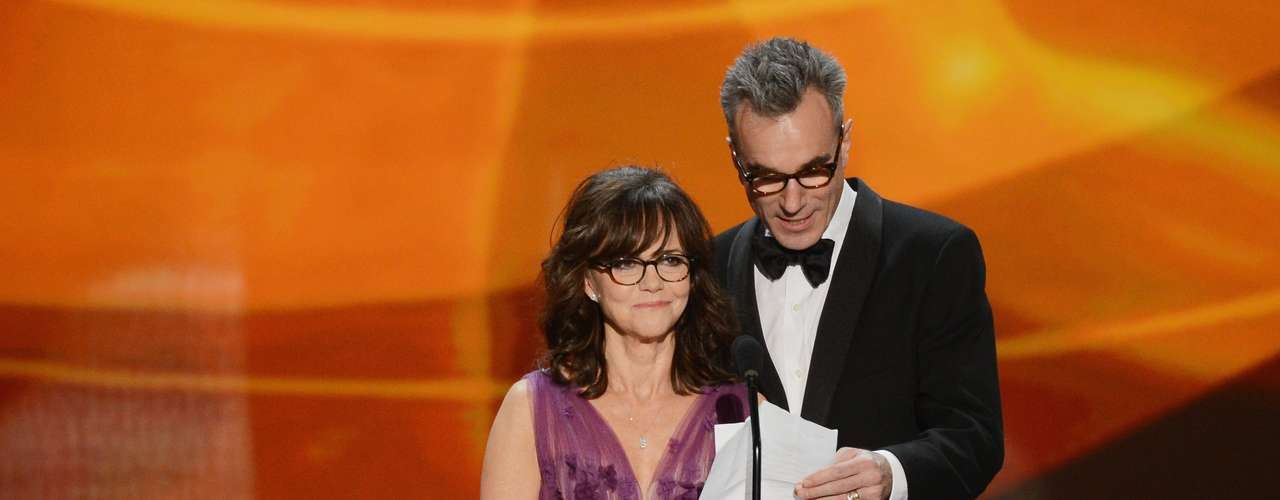 The adorable Sally Field and Daniel Day-Lewis slip on their glasses to read the 'Lincoln' synopsis on stage and do a silly little switcheroo that got a laugh from the audience.