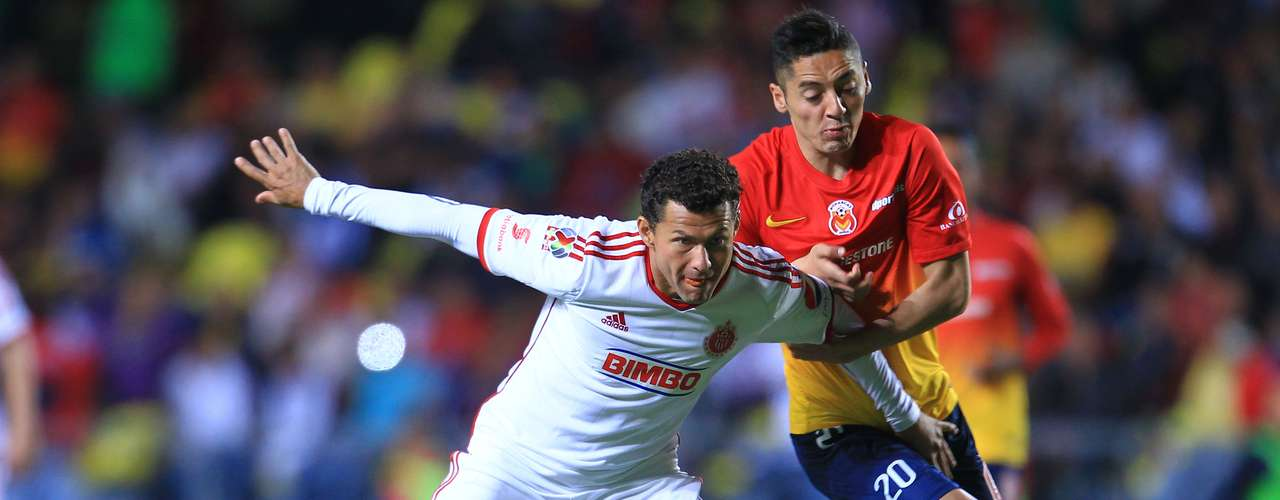 Morelia rescued a draw with a late goal against Chivas in the final minute.