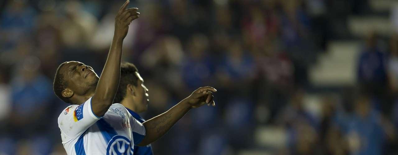 Félix Borja ya con el partido perdido, desperdició dos opciones claras de gol, en ambas perdió en mano a mano con Jesús Corona, en la goleada de Cruz Azul 4-0 a Puebla.