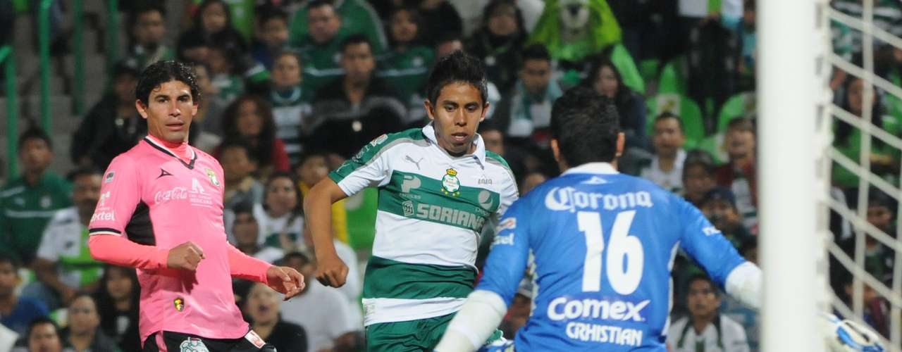 León continues to be winless in the tournament, this time with a 2-0 loss to Santos.