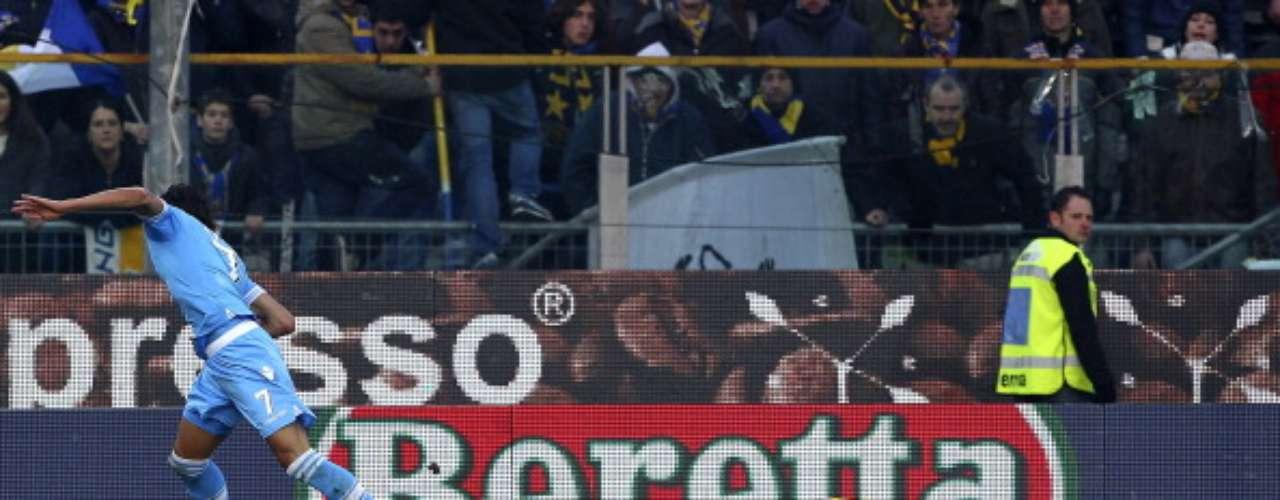 Con este gol de Edinson Cavani en la recta final, Parma cayó en su feudo 2-1 ante el Nápoles, que se encuentra a tres puntos de la cima, en poder de la Juventus.