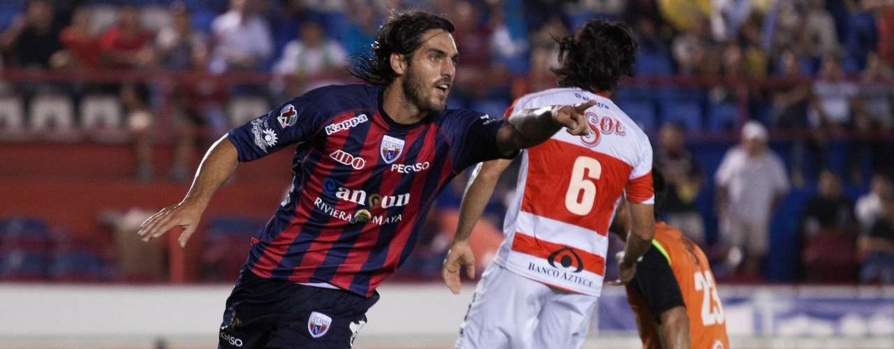 Atlante rallied to beat 9-man Jaguares 4-3 in a wild match.