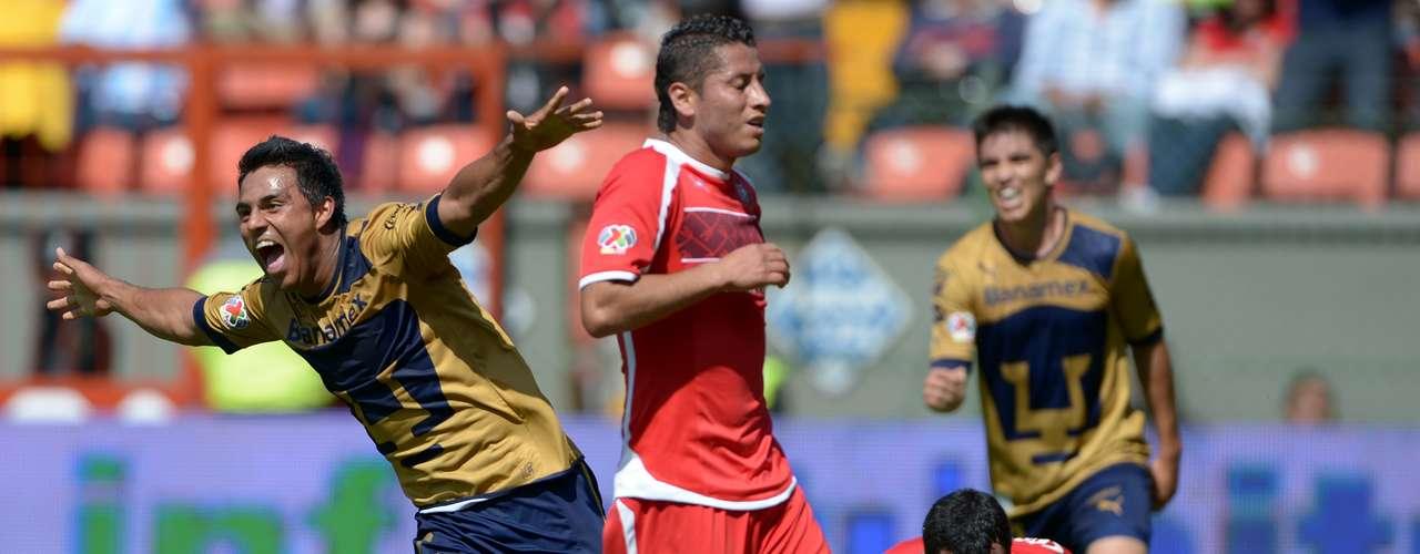 Edgar Dueñas y Diego Novaretti en el gol de Pumas se vieron tronquísimos, el primer regaló la espalda y Javier Cortés entró con el balón al área y cuando el argentino salió a la cobertura, se llevó un túnel, para que después el '7' felino fusilara a Talavera.