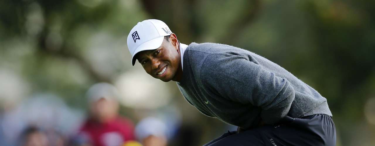 U.S. golfer Tiger Woods reacts to missing a birdie putt on the 17th green during weather delayed third round play at the Farmers Insurance Open in San Diego, California, January 27, 2013.