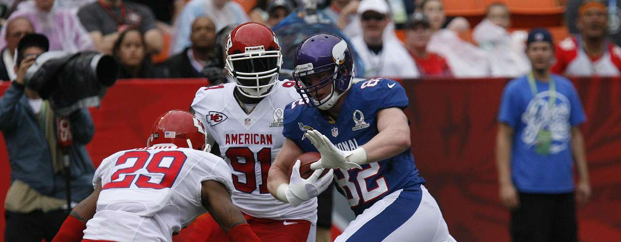 Minnesota Vikings tight end Kyle Rudolph (82) for the NFC runs the ball between Kansas City Chiefs strong safety Eric Berry (29) and Kansas City Chief outside linebacker Tamba Hali (91) during the second quarter the NFL Pro Bowl at Aloha Stadium in Honolulu, Hawaii January 27, 2013. REUTERS/Hugh Gentry (UNITED STATES - Tags: SPORT FOOTBALL)