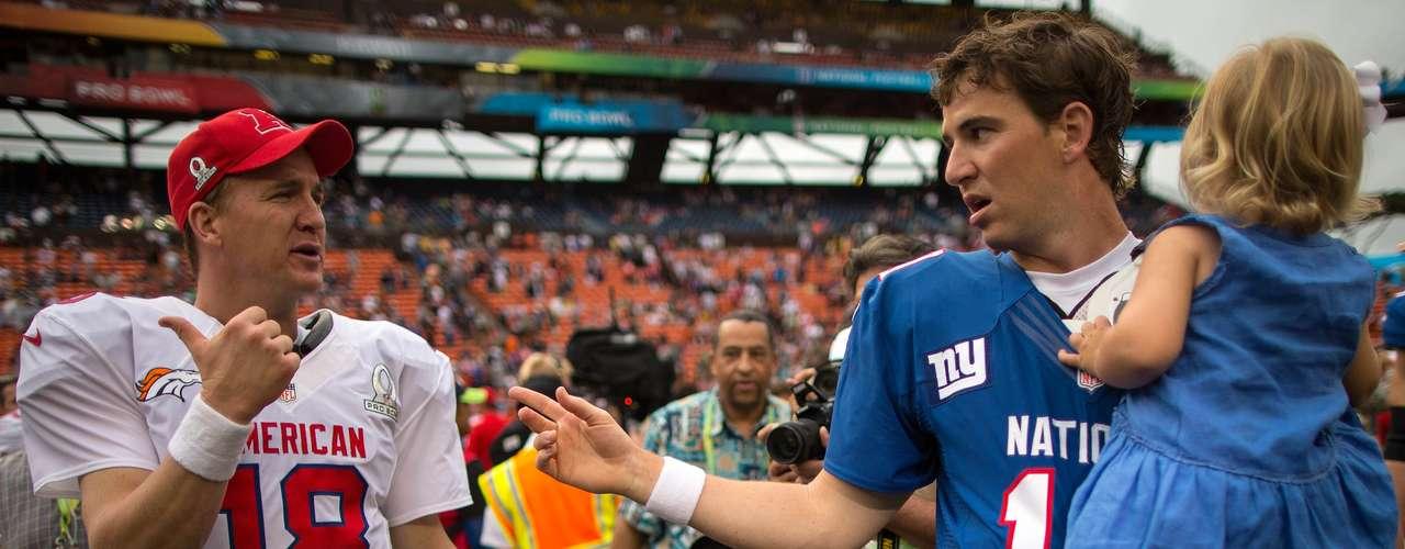 Por otro lado, el quarterback de Denver, Peyton Manning jugó su 12º Pro Bowl y lanzó un touchdown para la Conferencia Americana, mientras su hermano Eli, de los campeones del Superbowl 2012, los New York Giants, tiró tres TD para los de la Nacional.