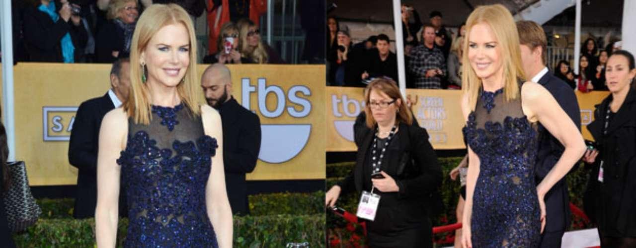Este traje de encaje lleno de transparencias resulta muy favorecedor para Nicole Kidman quienenseñó mucha pierna y la transparencia de su vestido la hacía verse sexy.