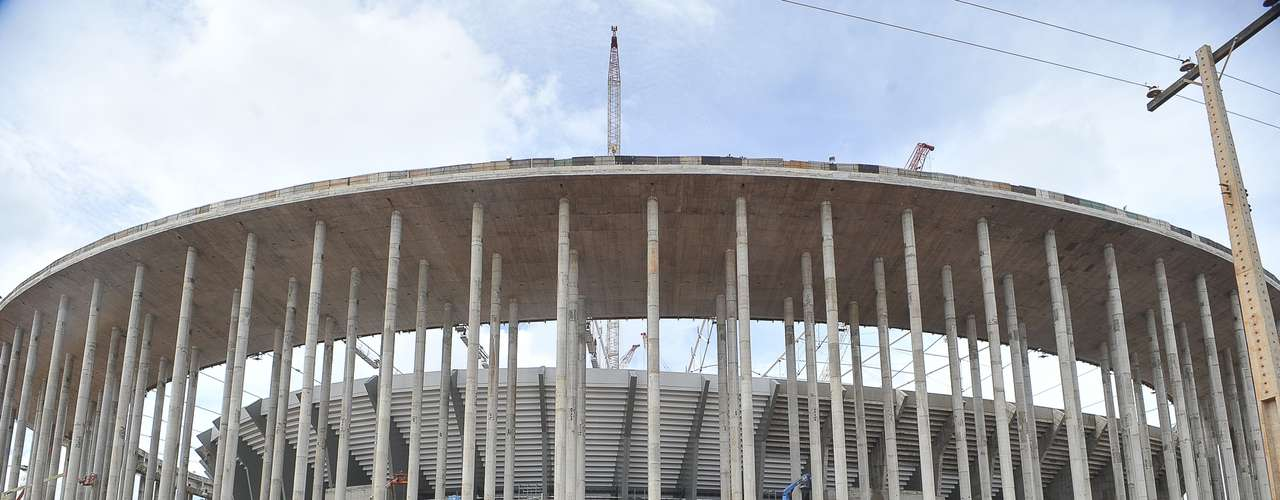 28 de enero de 2013: El estadio de Brasilia contaba con un 87% de avances en su obra.