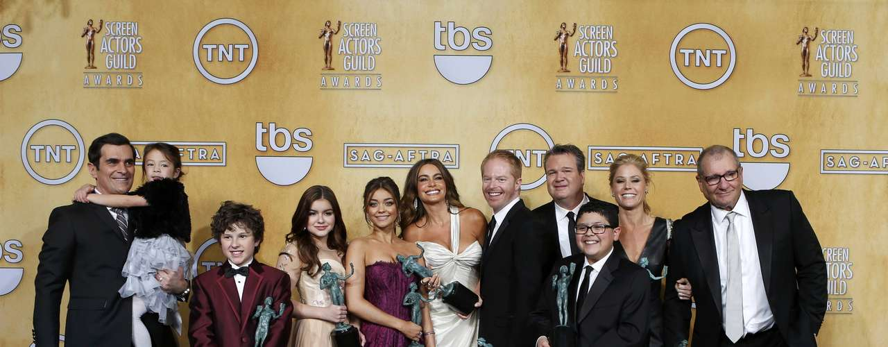 The cast of Modern Family hold their awards for \