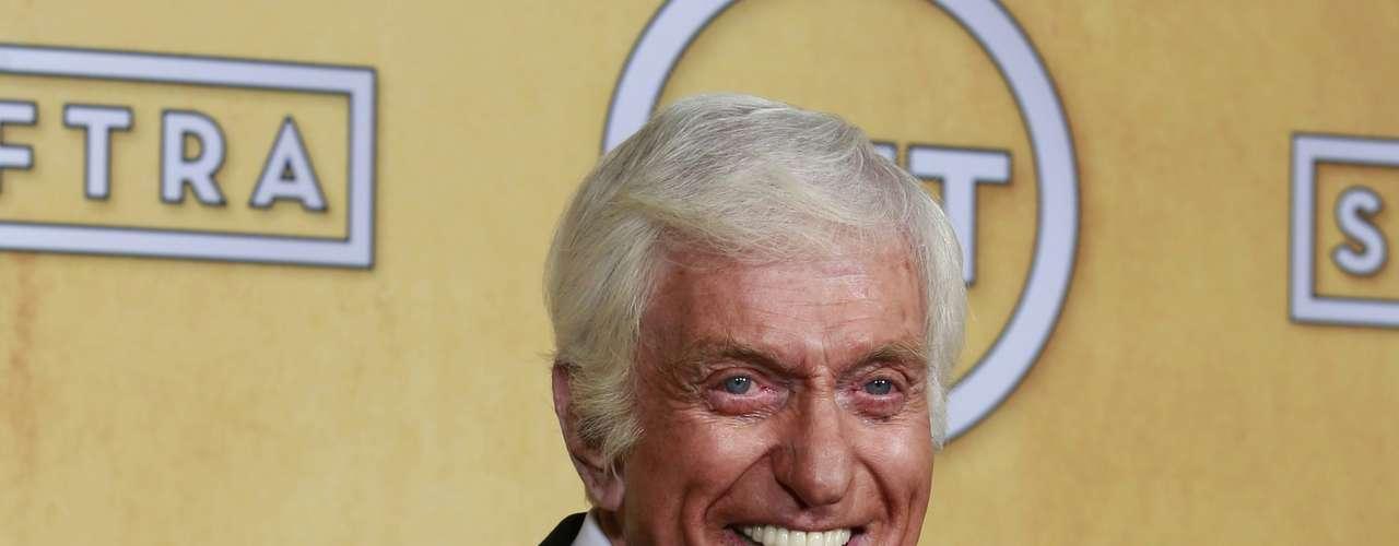 El actor Dick Van Dyke recibió el premio SAG por su trayectoria artística en Hollywood.