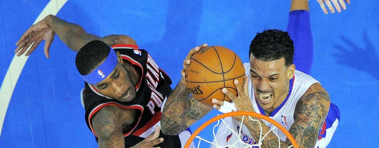 Trail Blazers vs. Clippers: Matt Barnes intenta un tiro a la canasta ante la marca de Will Barton.