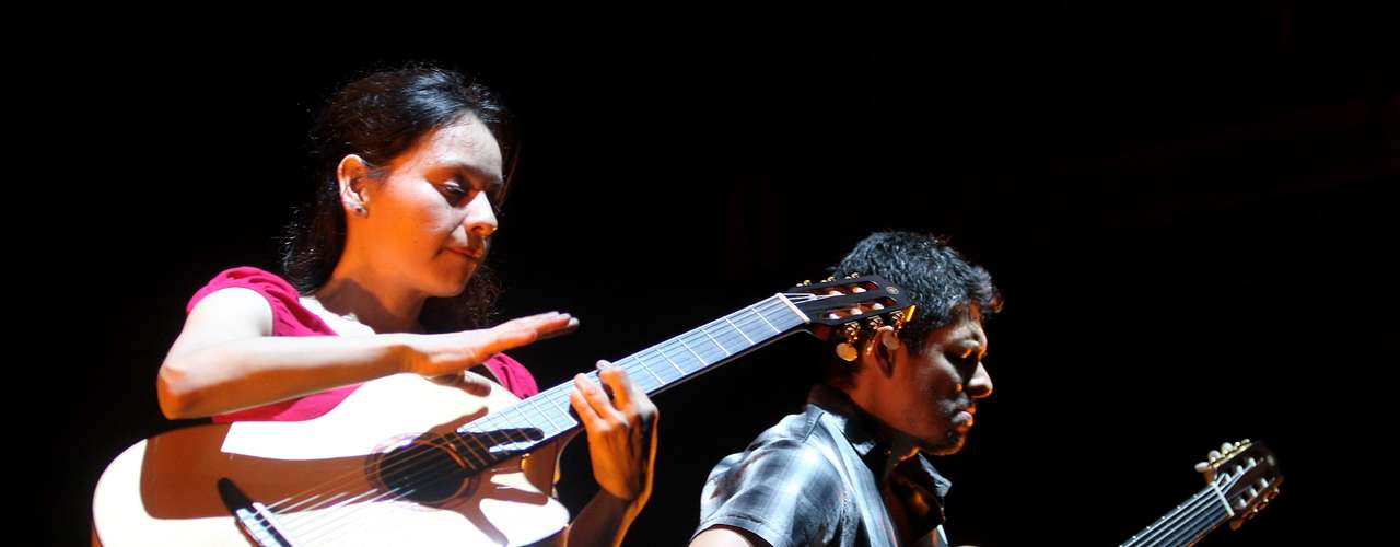 Después de que en 2006 no hubiera representantes de México en el festín, Rodrigo y Gabriela se encargaron de poner el toque azteca al cartel de 2007. La dupla de guitarristas había conquistado al mundo en ese entonces con sus composiciones que primero empezaron en las calles de Europa.
