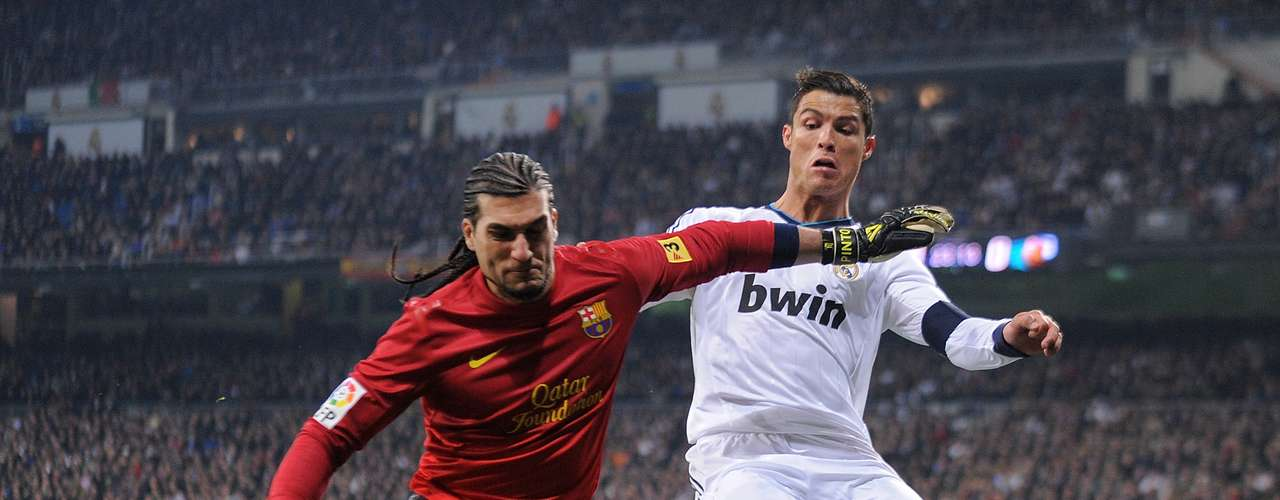 Pinto tries to cover the ball from Cristian Ronaldo.