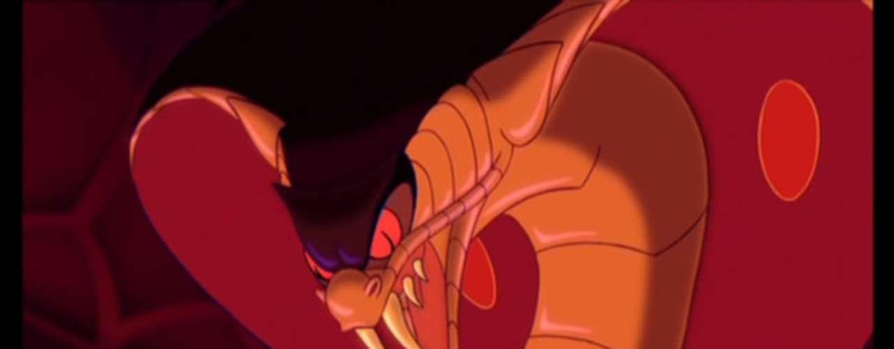 Jafar, personificado en la voz de Jonathan Freeman, era el Gran Vizir de Agrabah cuando traicionó al rey y obtuvo la lámpara maravillosa para hacerse de los servicios del Genio y convertirse en un poderoso mago. Su transformación en una cobra gigante fue la mayor amenaza para el joven Aladdin.