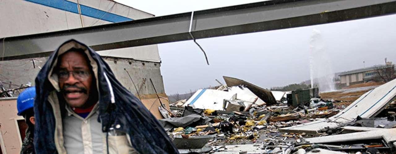 La otra persona fallecida perdió la vida cuando el edificio donde se encontraba en el condado de Bartow, al norte de Atlanta (Georgia), se vino abajo.