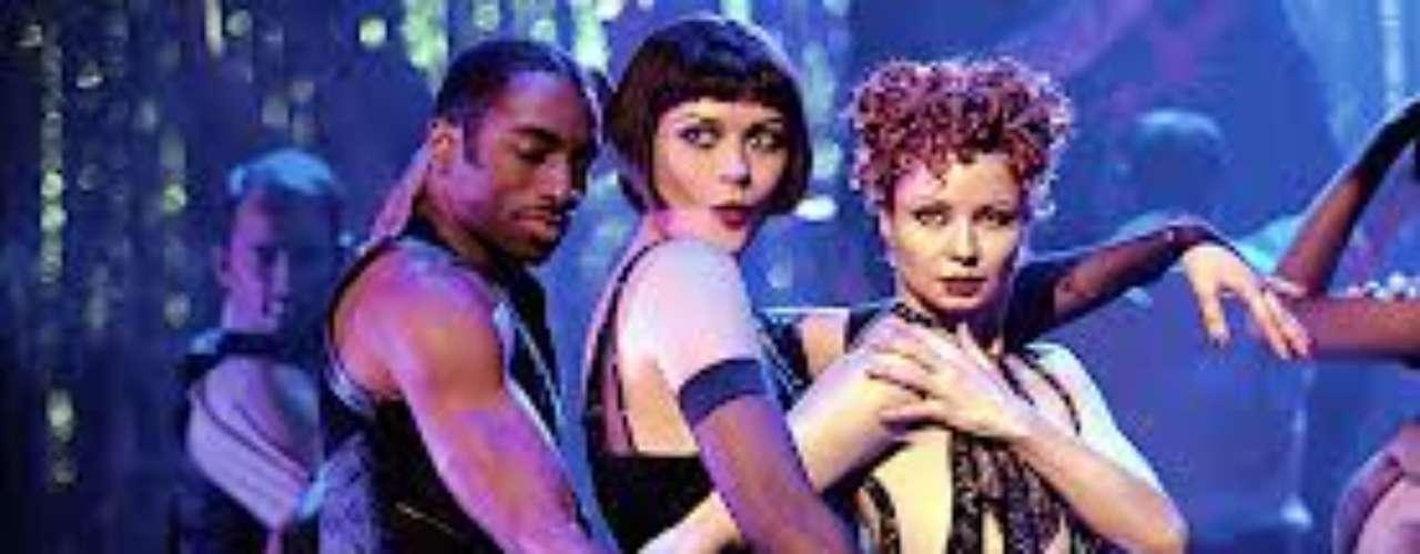 En 2002 el productor Bob Weinstein y el director Rob Marshall adaptaron el musical 'Chicago' a la pantalla grande con un éxito arrollador. Se convirtió en el primer musical en ganar el Oscar a Mejor Película desde 'Oliver!' en 1969. Richard Gere, Catherine Zeta-Jones y Renée Zellweger brillaron con sus actuaciones.