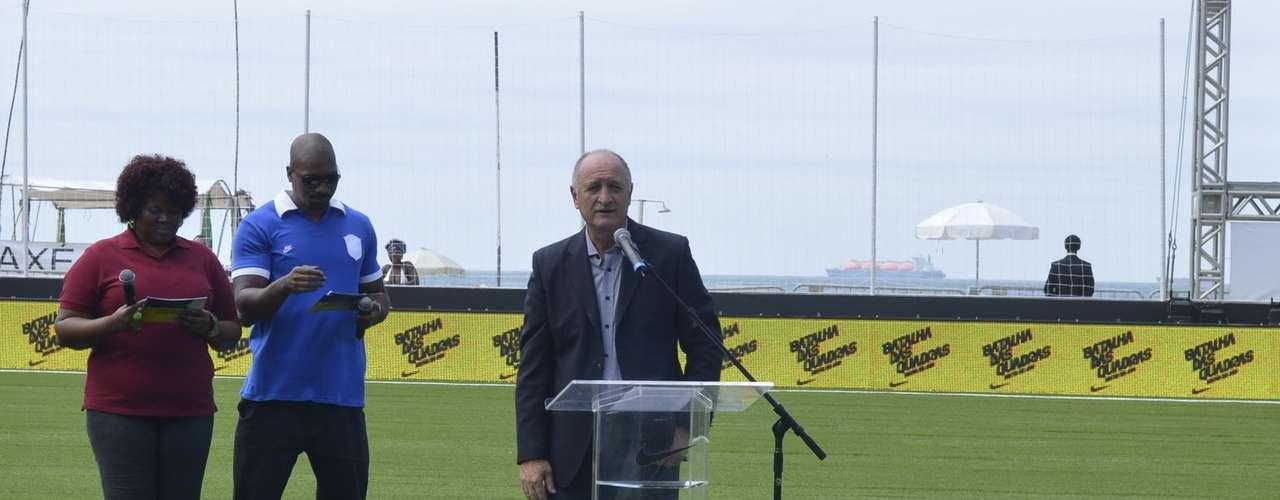 Previo al lanzamiento del uniforme, el técnico Scolari dio un pequeño discurso ante los medios de comunicación.