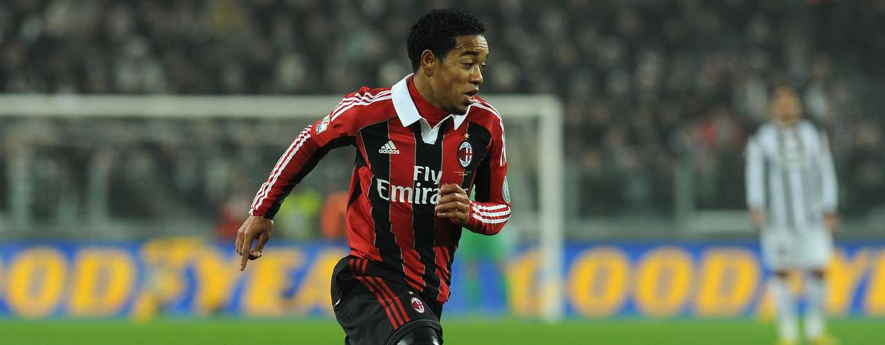 Dutch midfielder Urby Emanuelson is going from Milan to Fulham on loan.