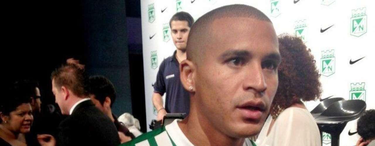 Macnelly Torres luce la nueva camiseta Nike de Atlético Nacional.