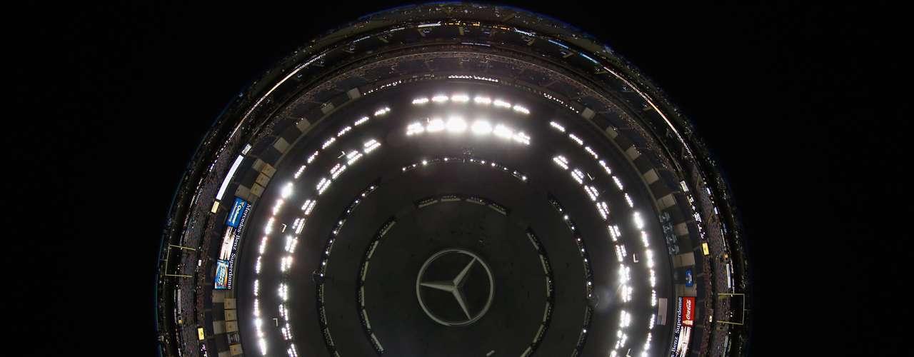 El Superdome, cuyo nombre completo es Mercedes-Benz Superdome desde el 2011, cuando la popular casa automotriz compró los derechos del nombre del estadio.