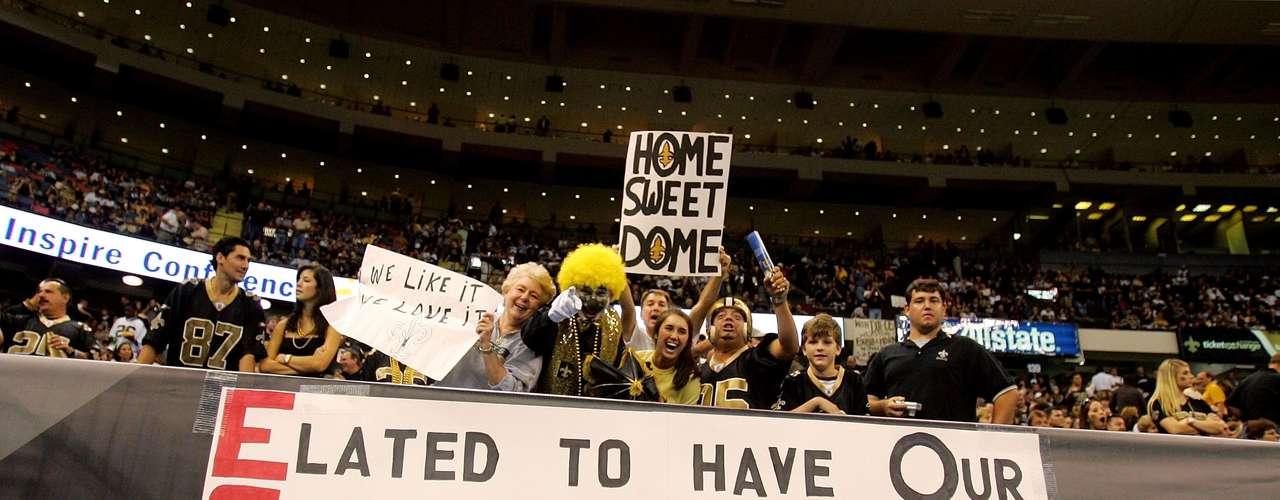 Otro de los aspectos más destacados del evento fue la impresionante asistencia de fanáticos, quienes mostraron toda la alegría y el orgullo por el regreso de los Saints al Superdome.