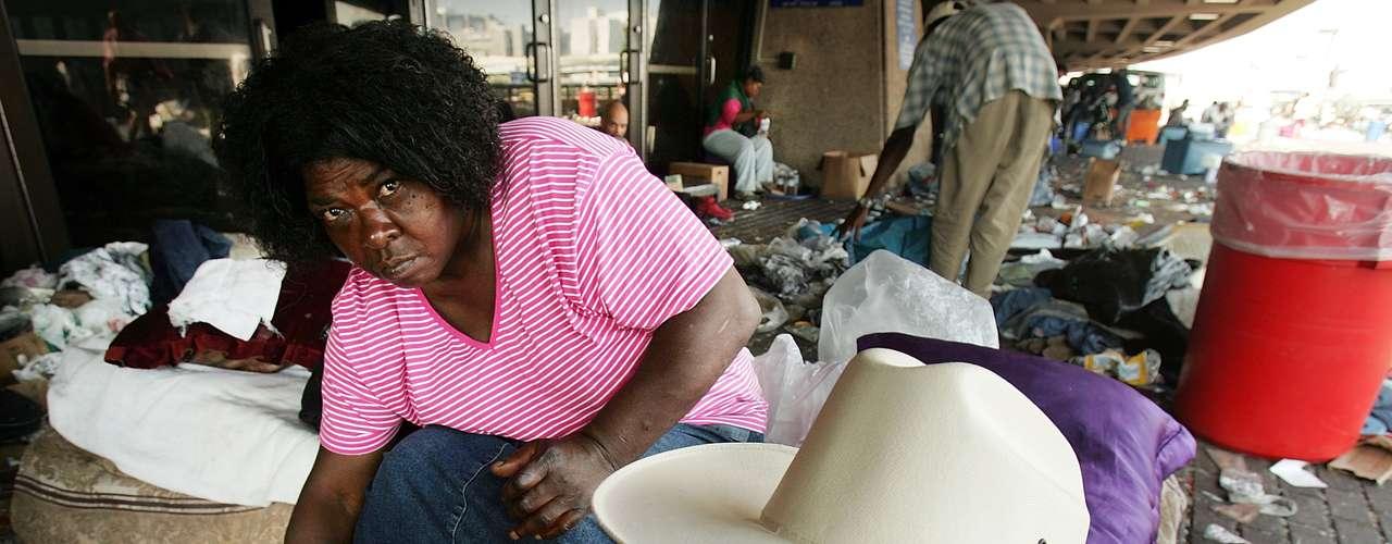 Sin embargo, muchos no pudieron refugiarse dentro del Superdome, y vivieron una situación angustiante y desesperada.