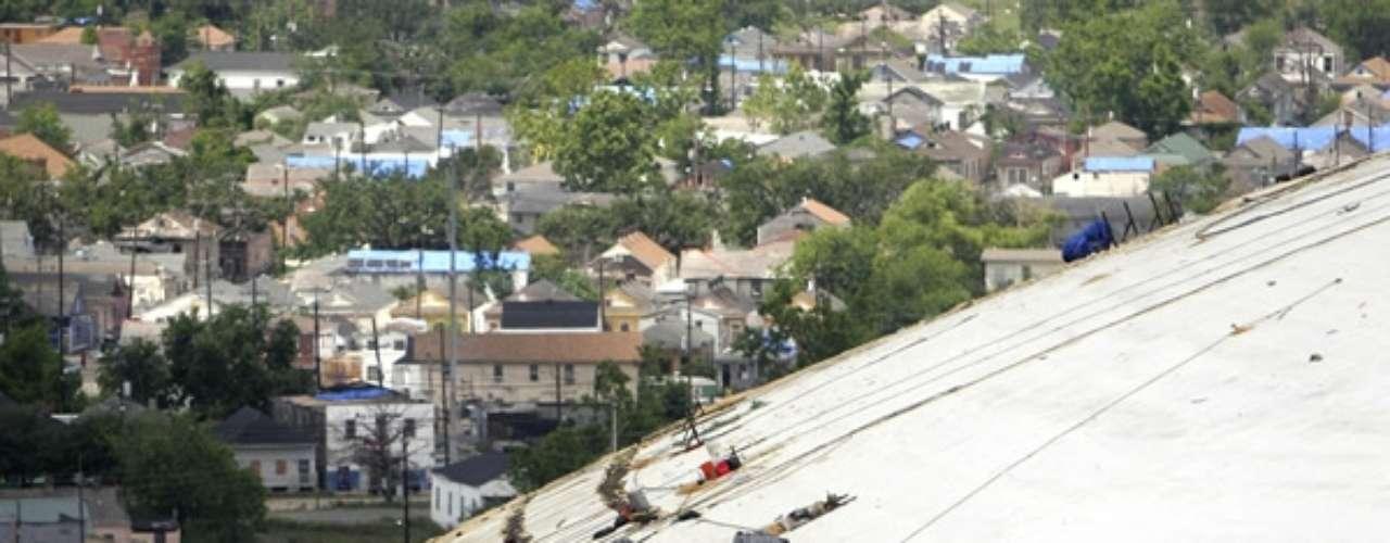 Las imágenes de los daños, en la que la parte de abajo de concreto fue expuesto, rápidamente se convirtieron en una imagen icónica del huracán. Unos días más tarde, la cúpula fue cerrada hasta septiembre 25 de 2006.