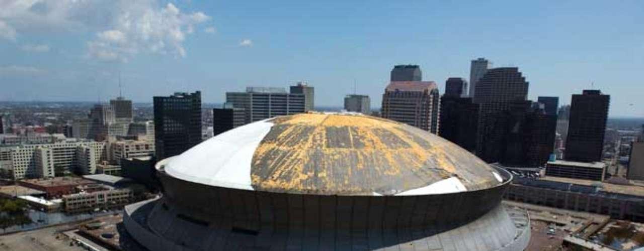 Durante la tormenta, una gran parte de la cobertura exterior se desprendió por los fuertes vientos. También hubo peligro de desprendimiento de dos secciones del techo y la capa impermeable de la cúpula fue prácticamente arrancada.