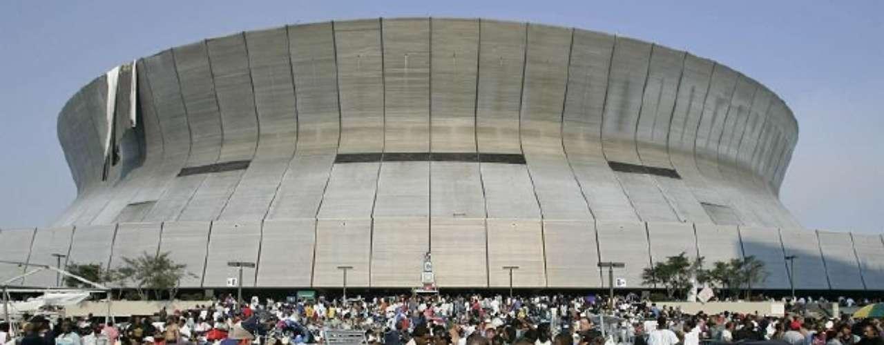 Después de cinco días de sobrevivir el huracán Katrina, los residentes de Nueva Orleans fueron finalmente evacuados del Superdome por las autoridades.