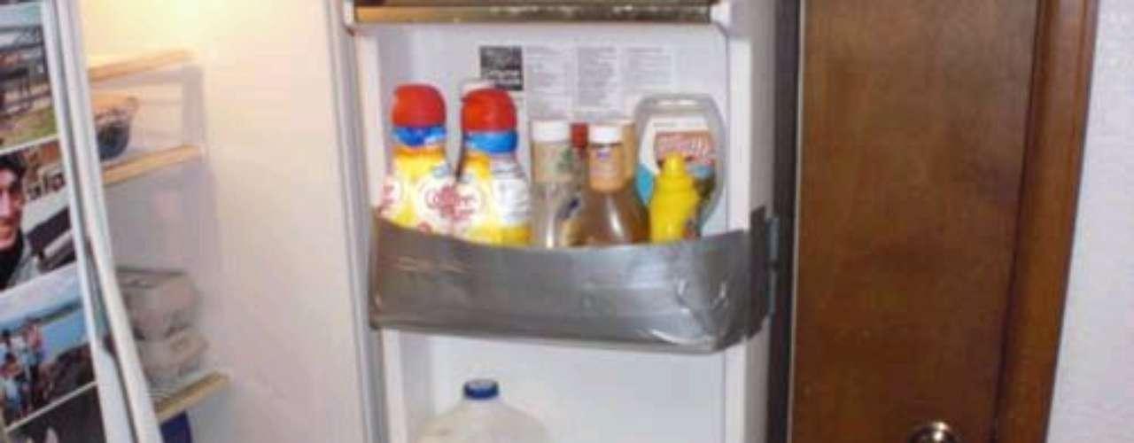 Un poco de cinta puede ayudarte para organizar los alimentos de tu refrigerador.