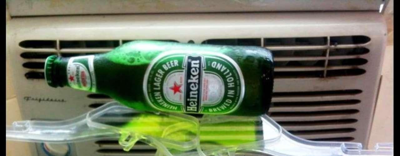 La cerveza podría enfriarse un poco si la acercas a la calefacción. O por lo menos esta foto intenta demostrarlo.