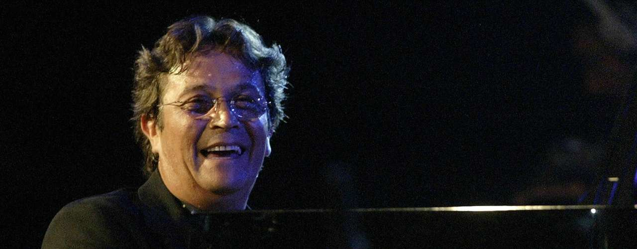 Chano Domínguez, talentosísimo pianista de jazz, sacará la cara por los músicos españoles al competir por vez primera en el Grammy dentro del renglón Mejor Álbum de Latin Jazz con la joya discográfica \