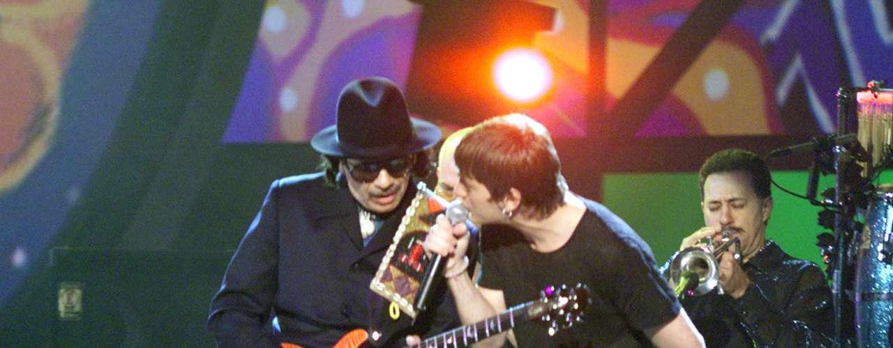 Rob Thomas y Santana protagonizaron unade las colaboracionesmás recordadas en la historia del Grammy, cuando en el 2000 unieron todo su talento para hacer vibrar al público con las notas de'Smooth'.