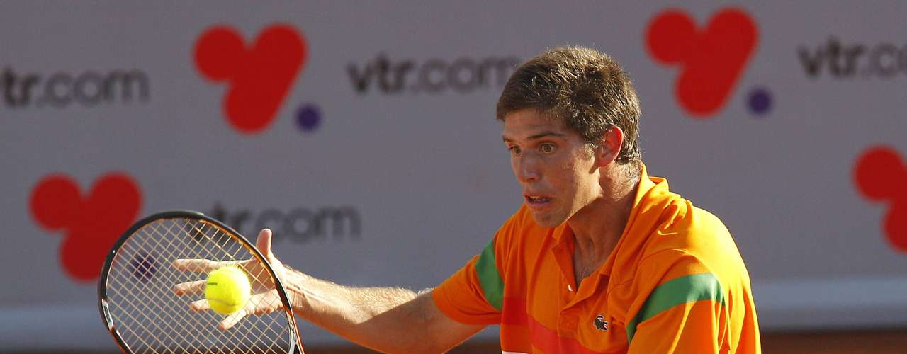 Argentina's Federico Delbonis returns the ball to Spain's Rafael Nadal during their men's singles match at the Chilean Open tennis tournament in Vina del Mar city February 6, 2013.
