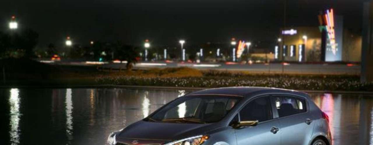 El nuevo KIA forte de 5 puertas combina el estiloeuropeo con la practicidad de un Hatchback. 201hpen un motor turboalimentado de cuatro cilindros.1.6 litros, inyección directa de gasolina.Specs:KIA Forte 5 puertas |Mas CarrosDeportivos |  Terra AutosShow deAutos
