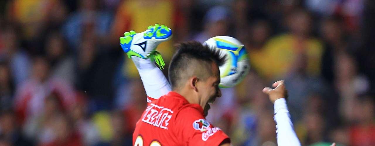 Miguel Sabah lleva un gol con Chivas, aunque en cualquier momento 'destapa' su talento.