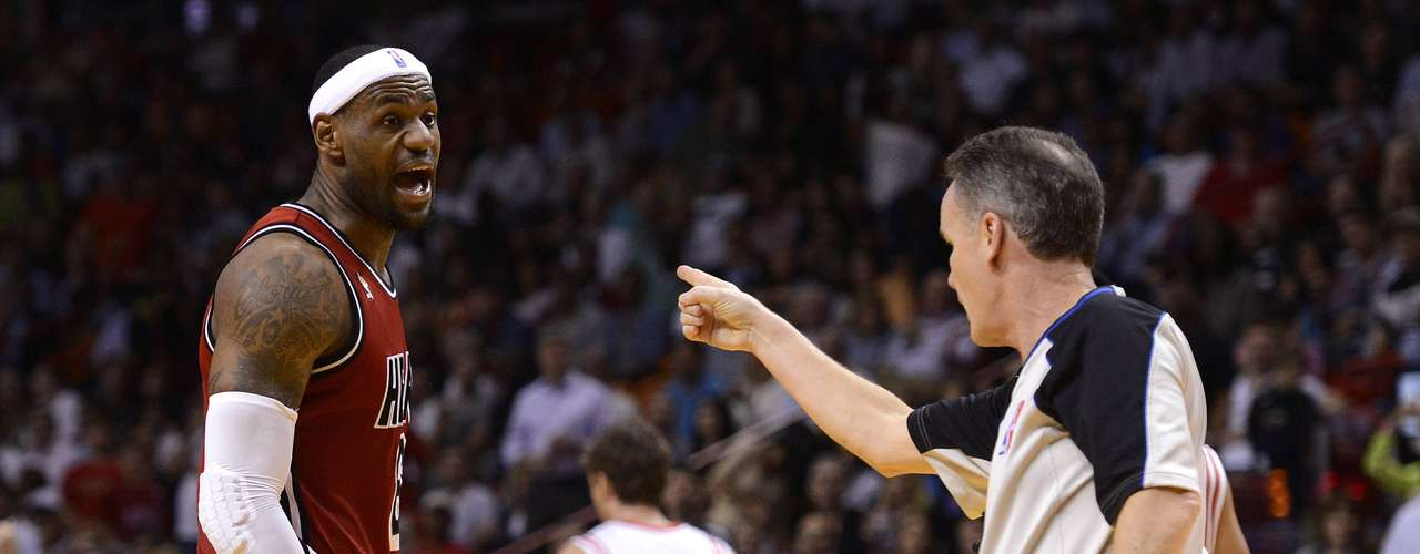 Miami Heat's LeBron James (L) argues with official Mike Callahan (R) during the first half of their NBA basketball game against the Houston Rockets in Miami, Florida, February 6, 2013.