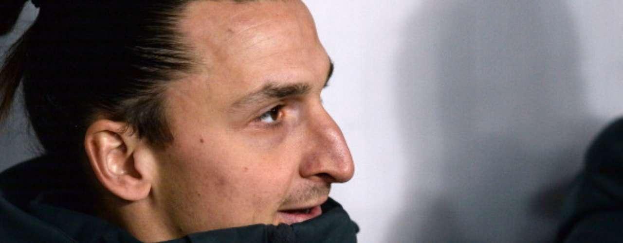 ZlatanIbrahimovic empezó en el banquillo.