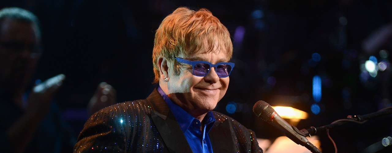Elton John, acompañado por Zac Brown, Brittany Howard del grupo Alabama Shakes, la banda Mumford & Sons y Mavis Staples, rendirá homenaje al fallecido Levon Helm, un momento memorable que nadie puede dejar de ver.