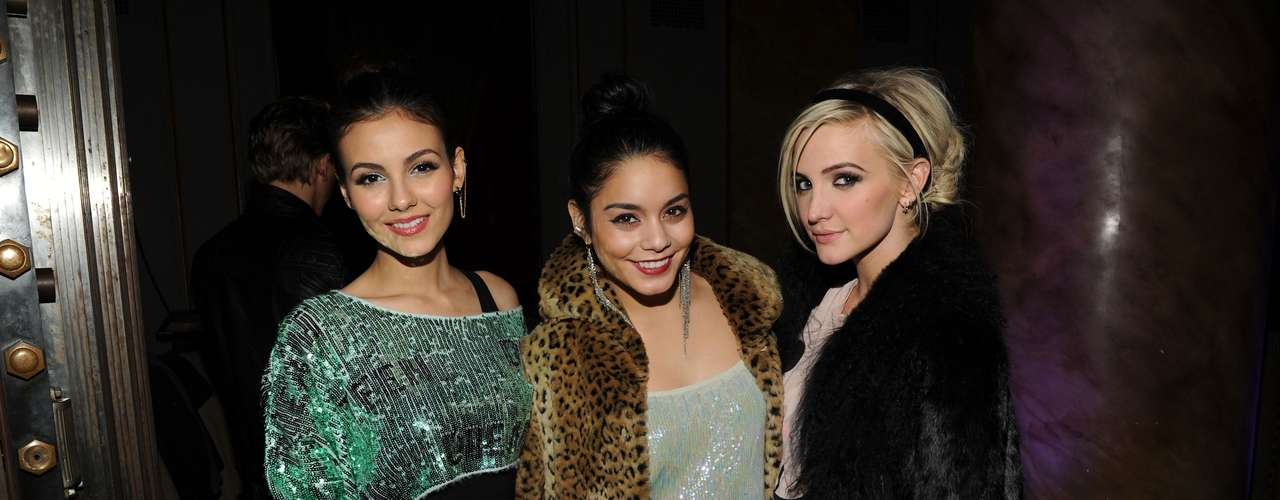 Ashlee Simpson has been laying low from the entertainment scene but we're glad the beautiful lady makes her rounds at events often. This week during New York Fashion Week Ash has been rubbing elbows with celebs and looking fabulous in everything from sweet to edgy looks. Here she is with Victoria Justice and Vanessa Hudgens.