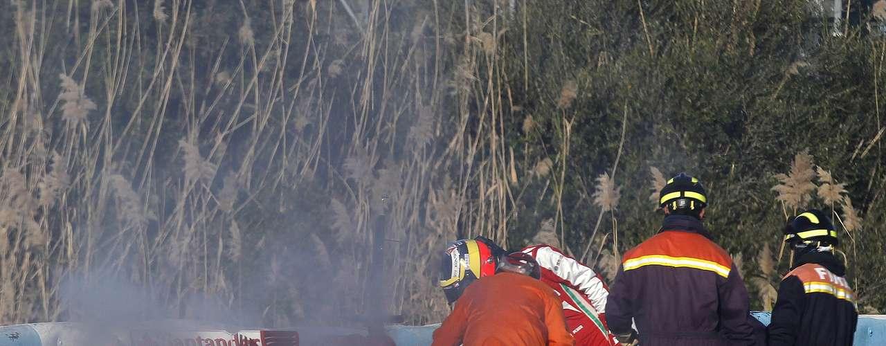 El cuarto día de pruebasenJerez de la Frontera, España, comenzó con un susto para Ferrari:una falla en el motor del auto conducido porPedro de la Rosa generó un principio de incendio.