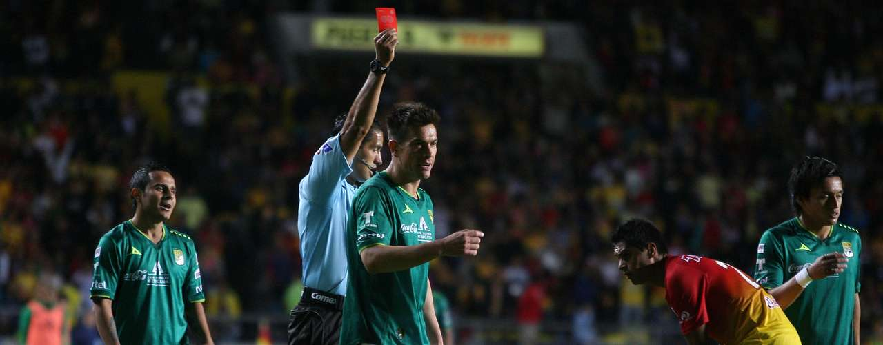 'Nacho' González had a horrible night at Morelia, committing the foul in the penalty an dbeing ejected in the 58th minute.