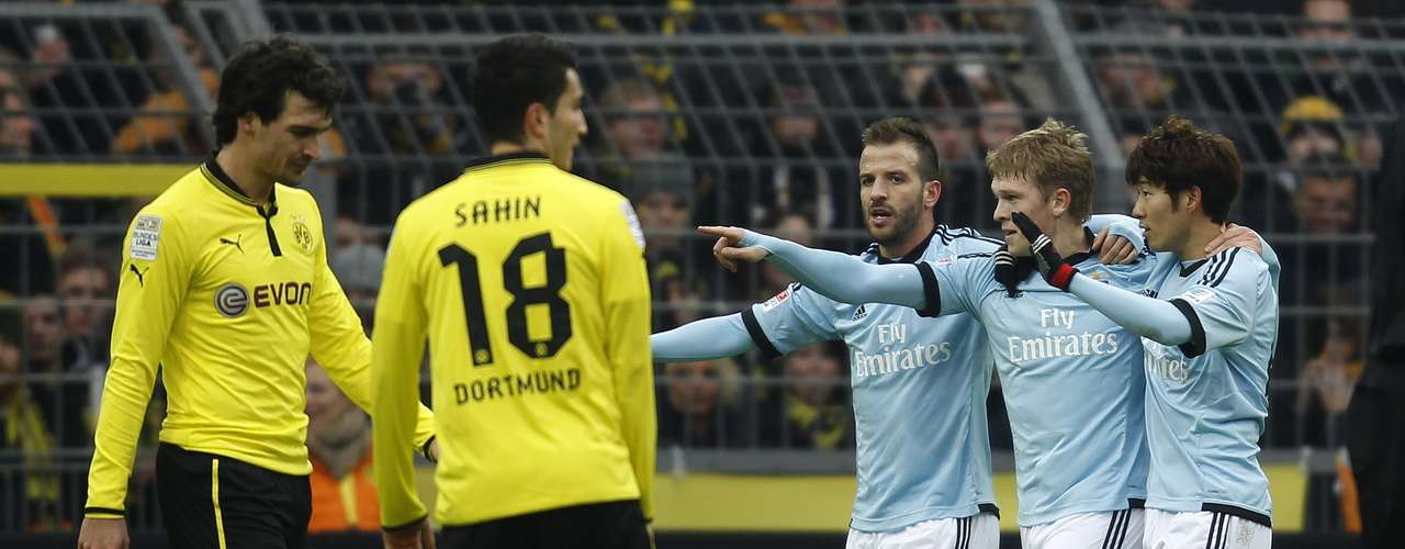 Hamburger SV's Rafael van der Vaart, Heung Min Son (R) and Artjoms Rudnevs (2R) celebrate the first goal against Borussia Dortmund.