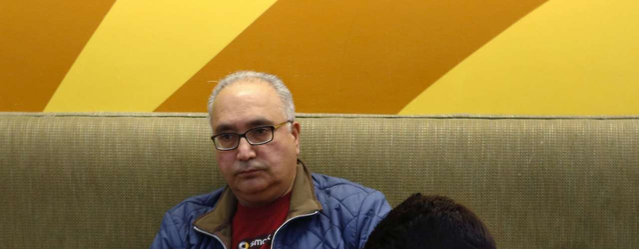 Naresh Daswani and his son Aakrish wait at Boston Logan International Airport after their flight to Mumbai, India, was cancelled due to a massive winter storm, in Boston, Massachusetts, February 8, 2013.  Blizzard warnings were in effect from New Jersey through southern Maine, with Boston expected to bear the brunt of the massive storm that could set records.   REUTERS/Bizuayehu Tesfaye   (UNITED STATES - Tags: TRANSPORT ENVIRONMENT)