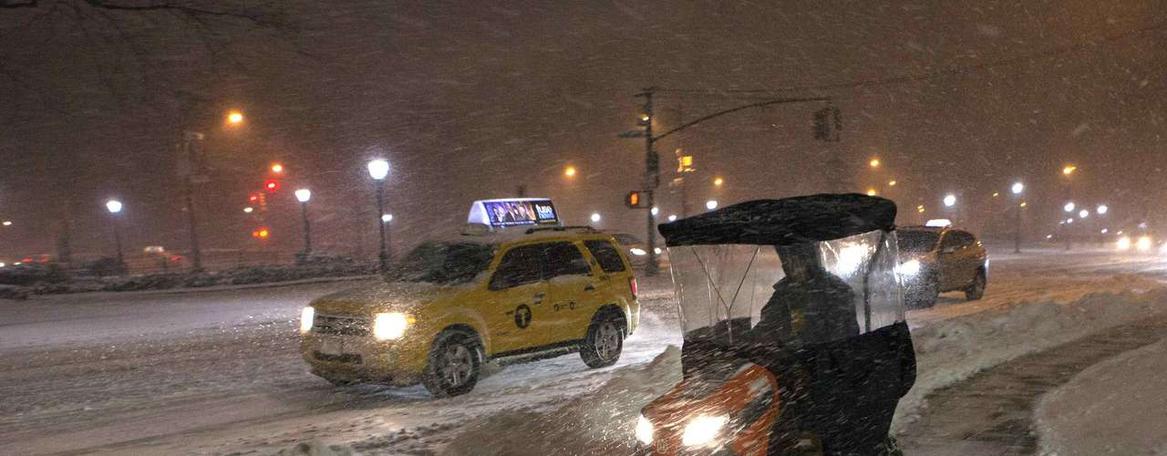 A snow plow blows snow in New York , February 8, 2013.  A blizzard slammed into the north-eastern United States on Friday, snarling traffic, disrupting thousands of flights and prompting five governors to declare states of emergency in the face of a fearsome snowstorm. REUTERS/Keith Bedford (UNITED STATES - Tags: ENVIRONMENT)