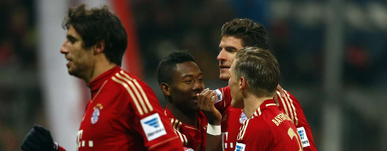 Bayern Munich players celebrate after Mario Gomez goal.