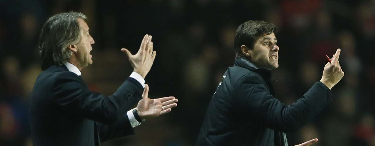 Southampton's Manager Mauricio Pochettino (R) and Manchester City's Manager Roberto Mancini react.